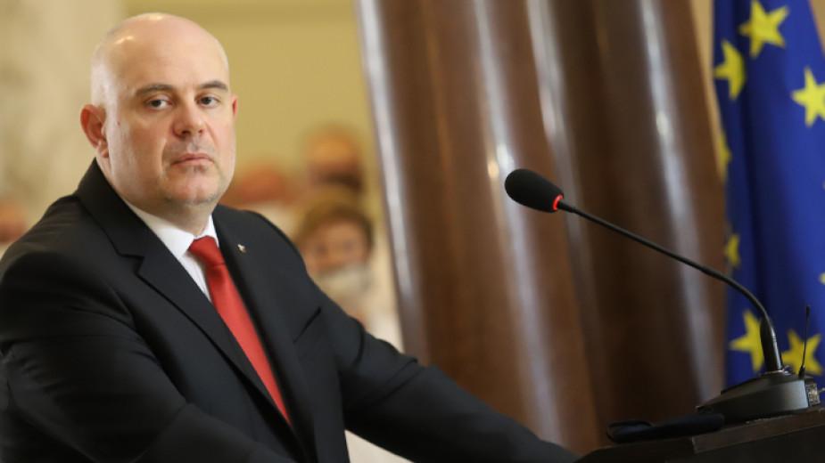 Групата за мониторинг към ЕК пита Гешев дали разследва Бойко Борисов