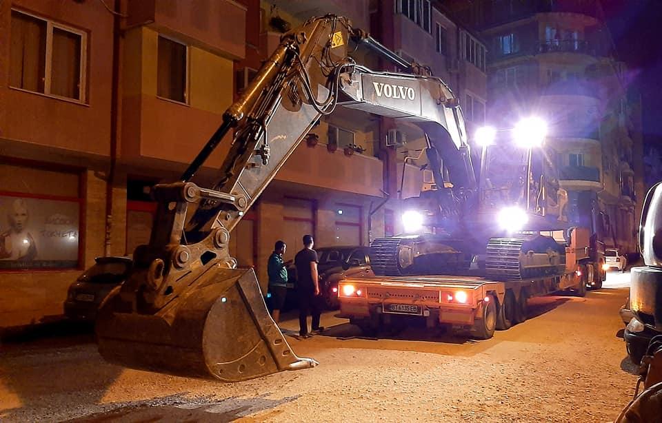 """Цяла нощ продължи отстраняването на ВиК-аварията в кв. """"Бузлуджа"""""""