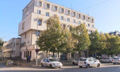 Вандали потрошиха стъклата на четири коли в Търново