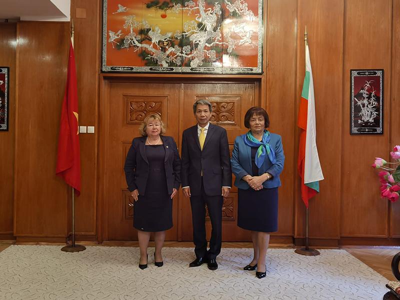 Ректорът на Стопанската академия проведе работна среща с посланика на Виетнам