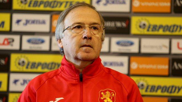 Дерменджиев избухна: Виждате ли къде играят играчите на Северна Македония и къде нашите?