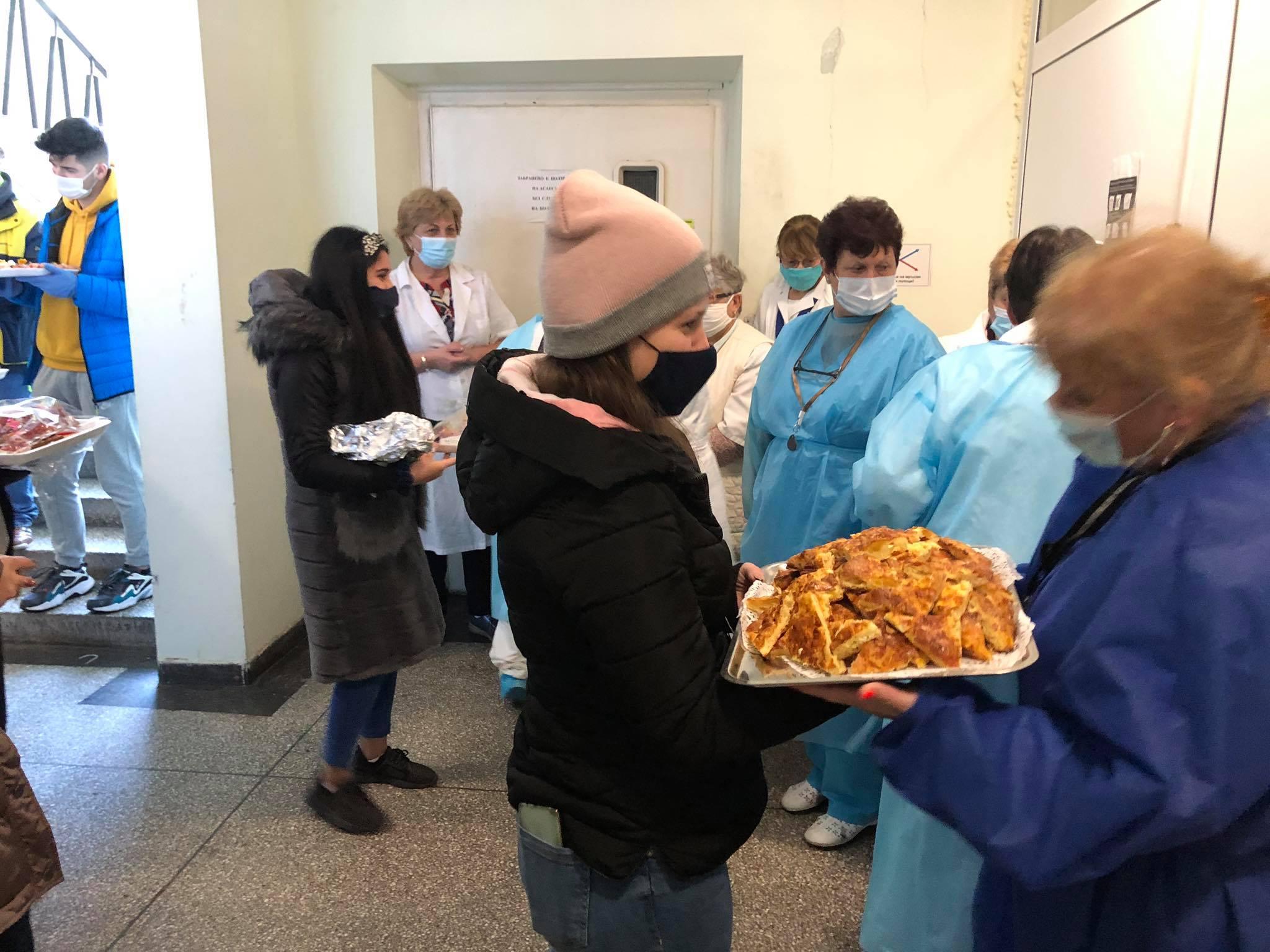 Учениците от Гимназията по аграрни технологии приготвиха кетъринг за медиците от болницата в Павликени