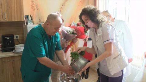 С повече бебета за 2020 г., подаръци и сърдечни пожелания отпразнуваха Бабинден в болницата в Горна Оряховица