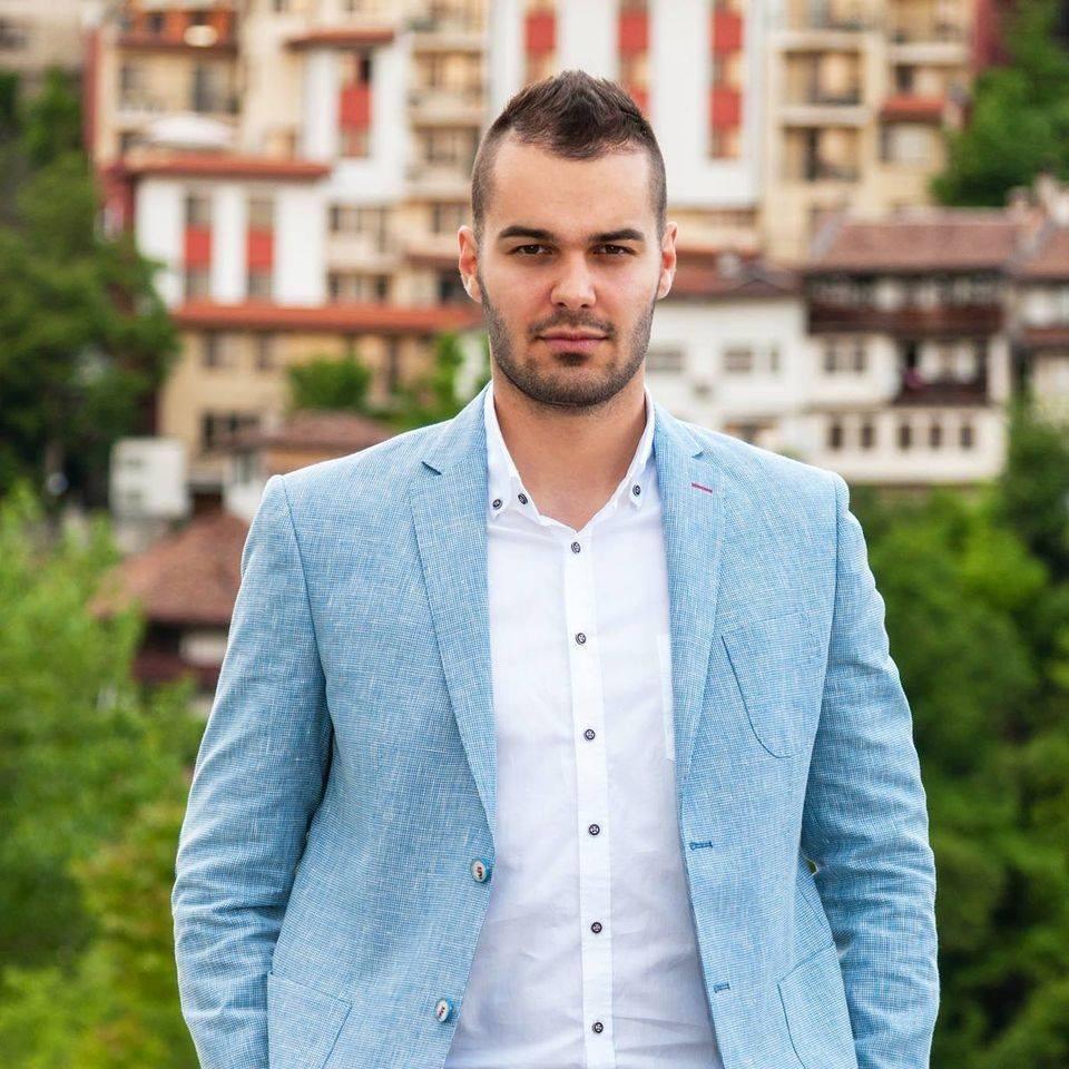 """Деян Куздов: """"Бербатов смята, че """"Етър"""" е добър старт за него в треньорската професия"""""""