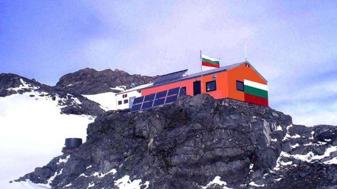 """Антарктиците ни достигнаха полярната станция """"Свети Климент Охридски"""""""