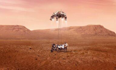 Корабът на НАСА кацна на Марс и изпрати първи снимки