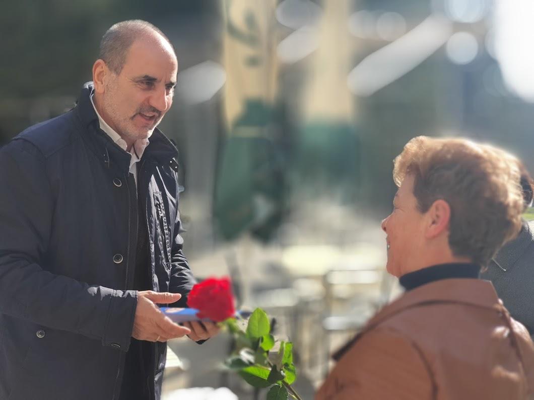 Цветан Цветанов и кандидати от листата на Републиканци за България изненадаха стотици великотърновки на 8 март