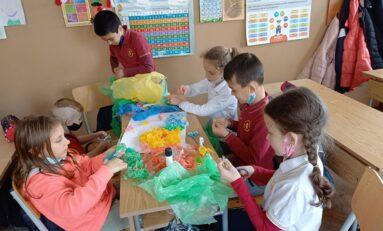 Ученици от Горна Оряховица  превърнаха отпадъци в изкуство