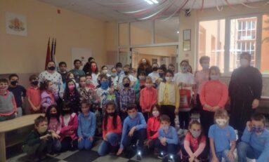 Горнооряховски ученици събраха пари, играчки и дрехи за деца, преживели насилие