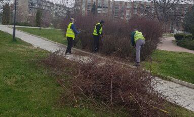 Почистват уличната мрежа в Горна Оряховица от натрупаните инертни материали