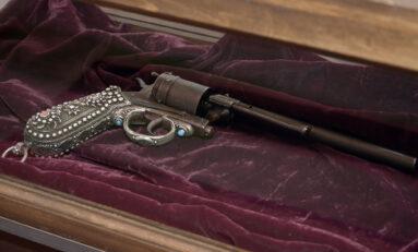 """Револверът от прочутата снимка на Райна Княгиня и жезълът на граф Игнатиев привличат туристи в музей """"Етър"""""""