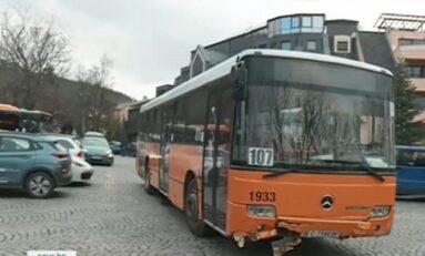 Автобус в София катастрофира, след като остана без шофьор