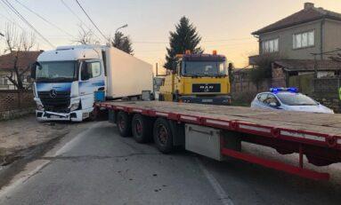 Възстановено е движението по пътя Велико Търново – Русе в района на село Самоводене / СНИМКИ
