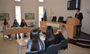 Ученици от Павликени организираха дебат за разделното събиране на отпадъци