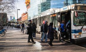 В Ню Йорк ваксинират срещу COVID-19 в автобуси