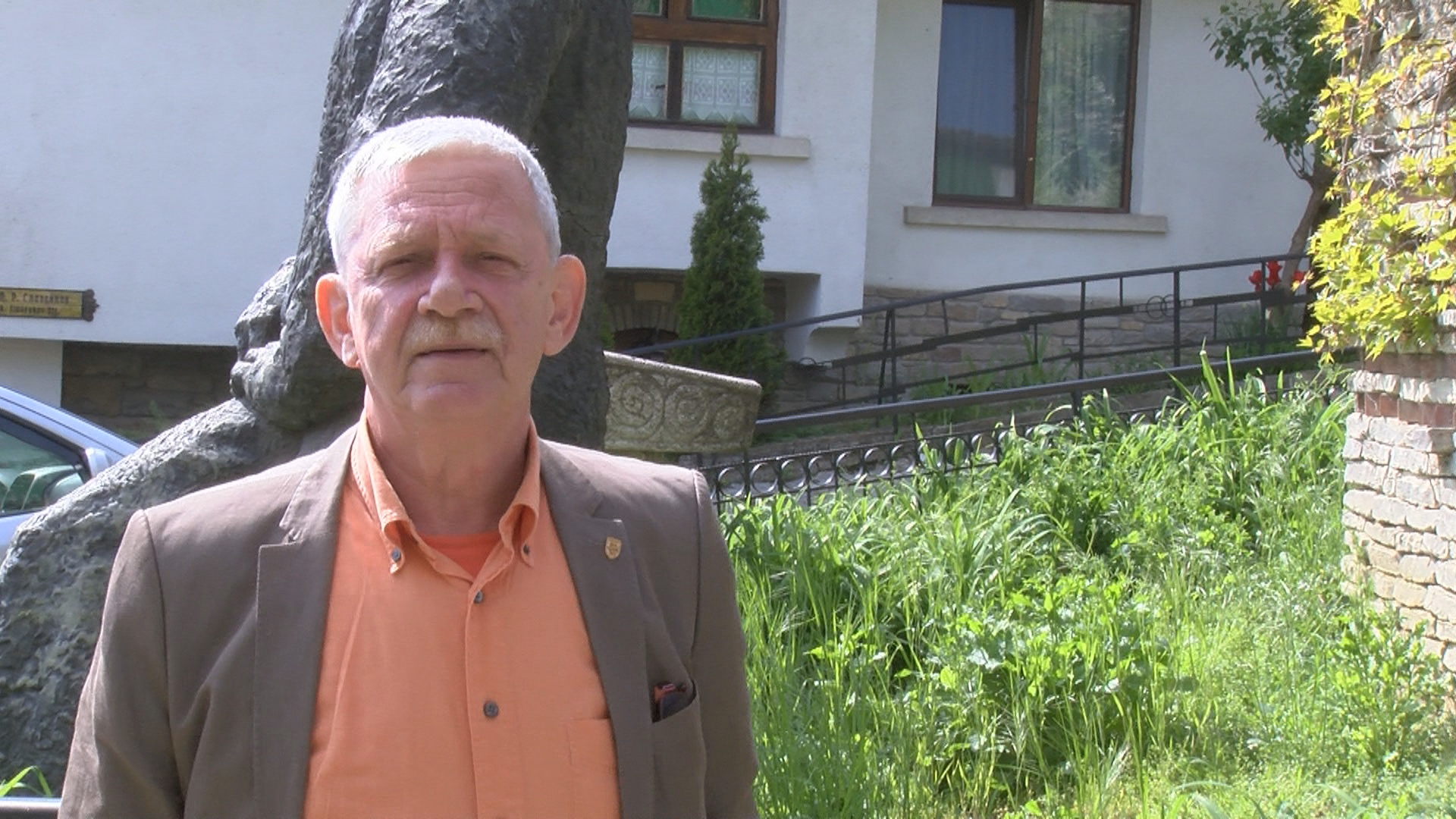 Холандецът Якоб ван Бейлен, който стана общински съветник, е страстен колекционер на чипровски и котленски килими (СНИМКИ)