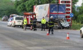 Абитурентка и рожденик загинаха при тежка катастрофа в Русе