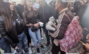 Пловдивчани подкрепиха бития и унизен Митко, изкупиха за минути стоката му (ВИДЕО)