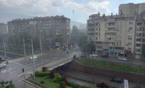 Силна буря с градушка в София