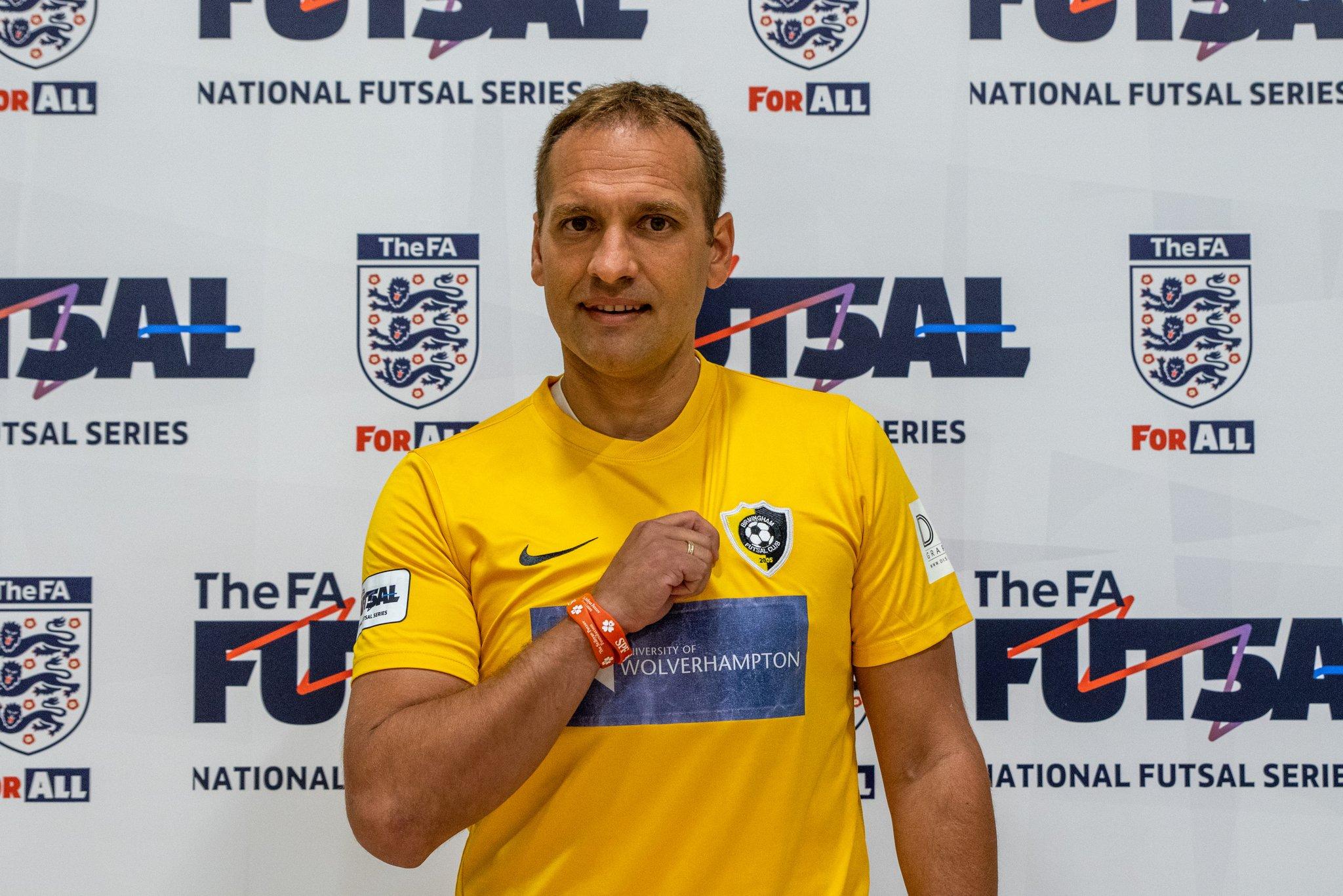 Рекордьорът по мачове за националния отбор на България Стилиян Петров се завръща във футбола