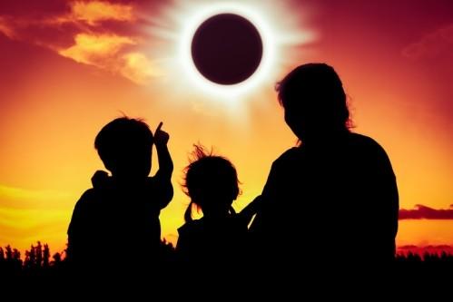 Слънчево затъмнение на 10 юни! Как ще ви се отрази?