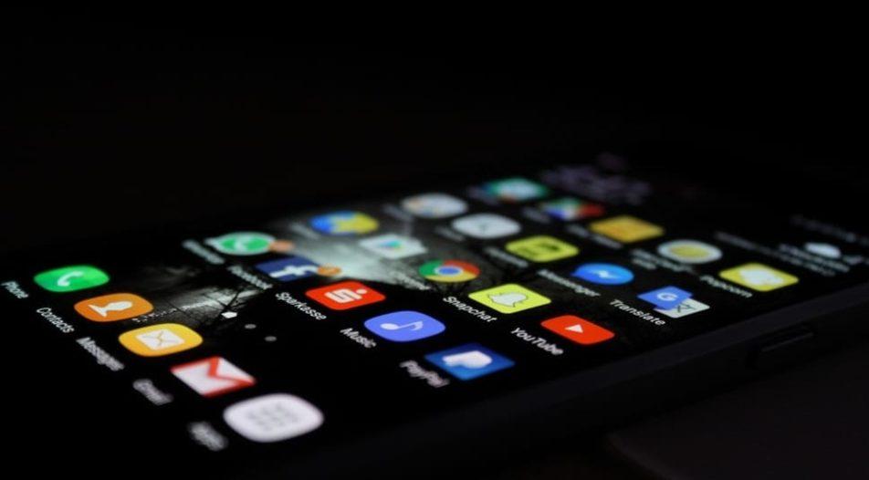 С разработено приложение за телефони от ФБР заловиха стотици престъпници