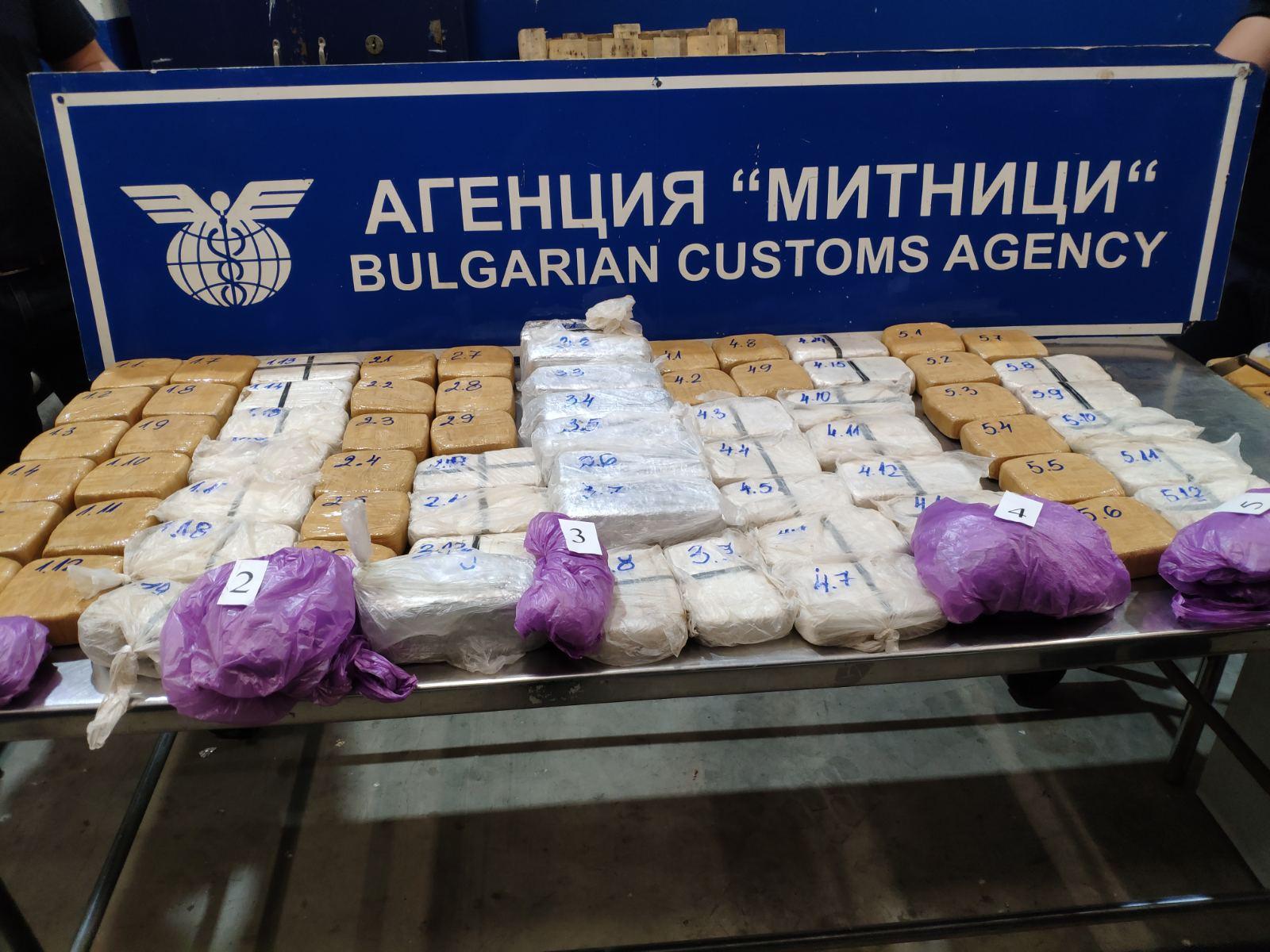 Митнически служители задържаха 46 кг хероин в района на ГКПП Дунав мост-Русе