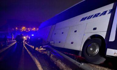 Тежка катастрофа между румънски автобус и лек автомобил край Велико Търново (СНИМКИ/ВИДЕО)