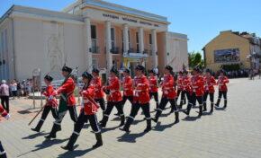 """В Павликени беше осветено знамето на 12-ти ученически гвардейски отряд при СУ """"Бачо Киро"""""""