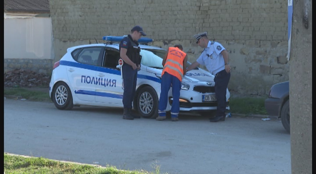 Полицаи нахлуха в ромската махала в Раданово по сигнал за търговия с вот (СНИМКИ)