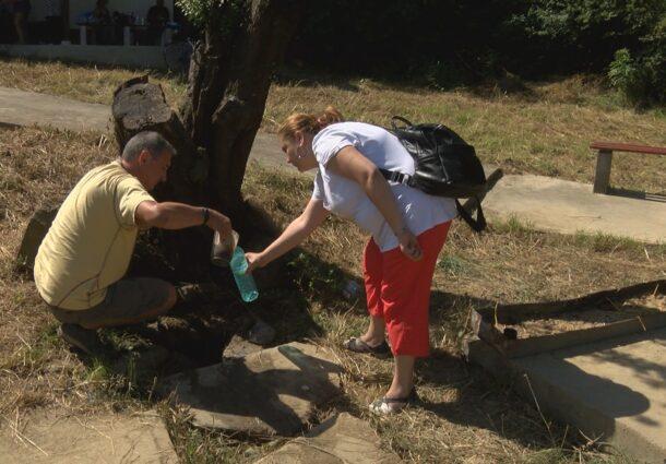 Баба Ванга пращала болни да се церят от аязмото на Света Марина край Кесарево (СНИМКИ)