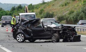 """Audi се вряза в ТИР на АМ """"Струма"""" край Дупница, водачът пострада"""