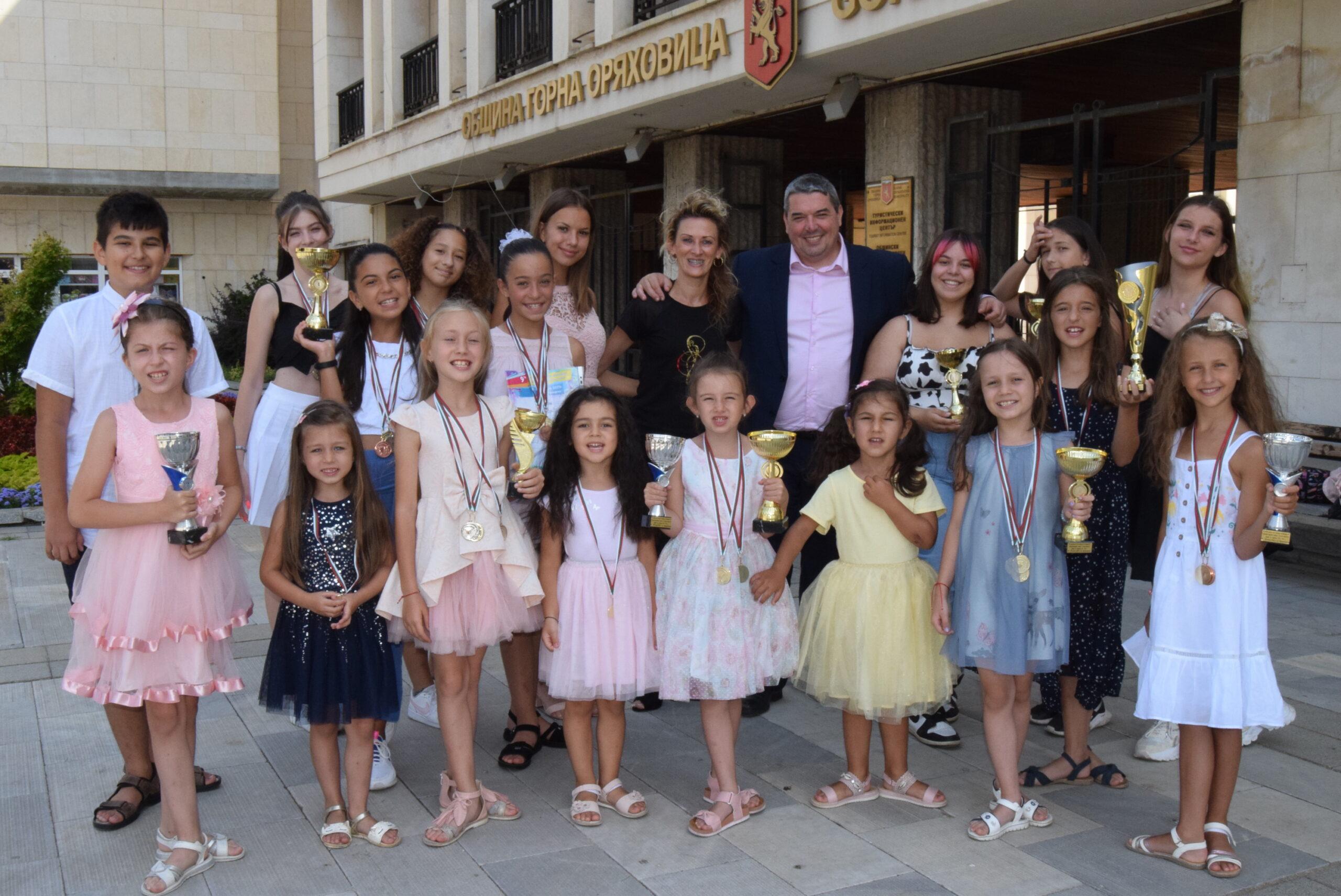 """Инж. Добромир Добрев се срещна с талантливите танцьори от Балетна школа """"Грация"""""""