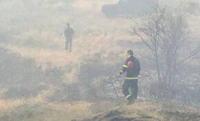 Армия и огнеборци се опитват да овладеят пожара край Сандански