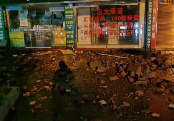 Две жертви и десетки ранени при силно земетресение в Китай