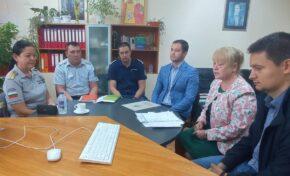 Заместник областният управител участва в среща с директори на училища