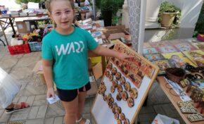 """Благотворителен базар в храма""""Св. Три Светители"""" ще подпомогне семейства за първия учебен ден"""