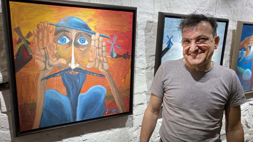 Зуека печели 200 бона от картините си