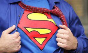 Новият Супермен ще има романтична връзка с мъж